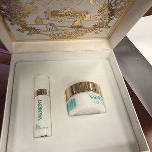 Valmont gift box